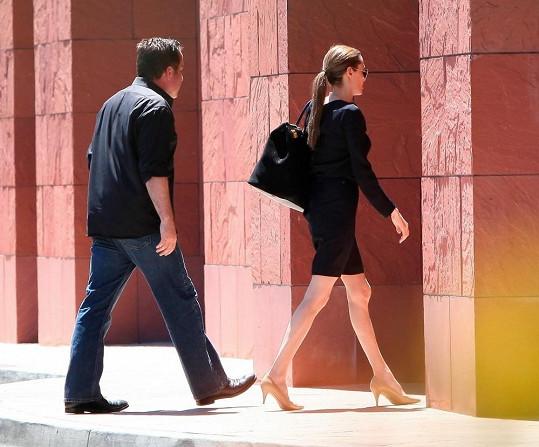 Angelina Jolie je čím dál hubenější.