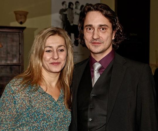V roce 2011 přišel Rašilov na divadelní premiéru své manželky.