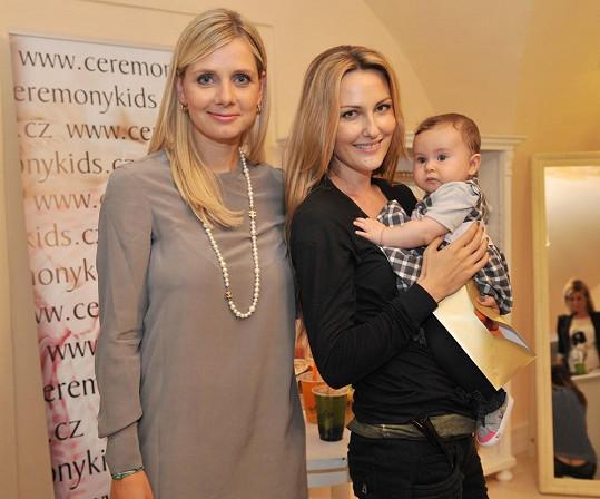 Zuzana Rosáková a Lucie Koňaříková Salamé. Obě mají dcery jménem Lili.