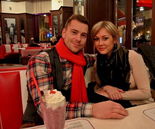 Zasnoubení proběhlo před rokem v Paříži.