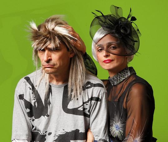 Snímky vznikly jako propagační materiál k nové divadelní hře, ve které oba herci hrají.