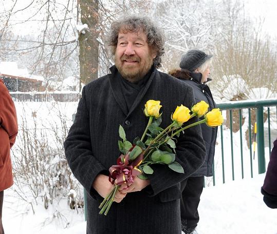Zdeněk Troška leží s virózou.