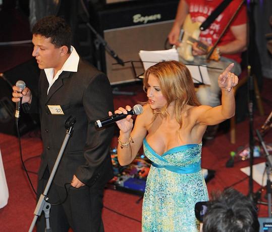 Na pódiu to zpěvačka pořádně rozjela.