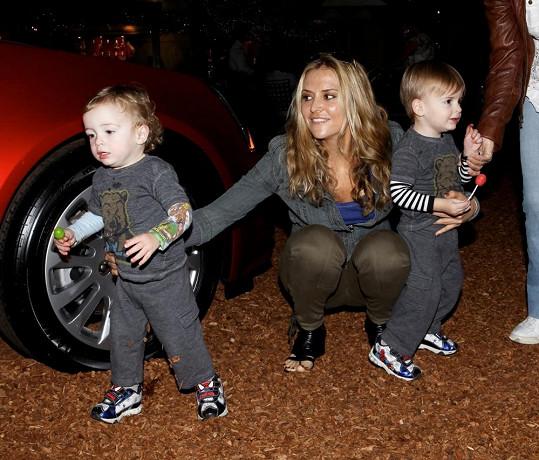 Brooke se svými dvojčaty Bobem a Maxem