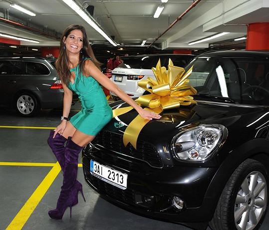 Petra Faltýnová a její nové autíčko.