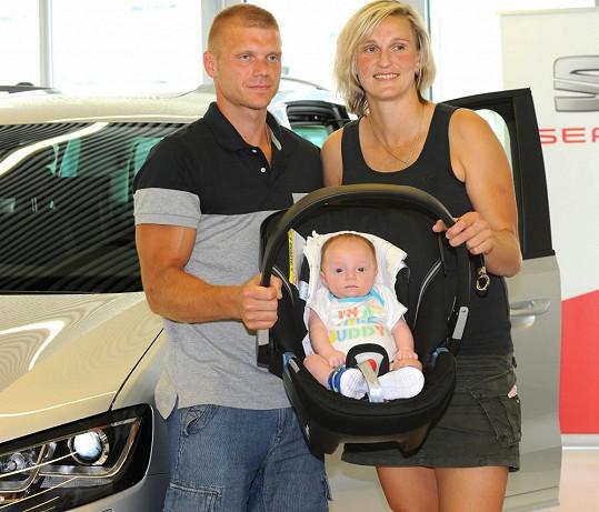 Bára Špotáková s partnerem Lukášem a jejich dvouměsíční syn