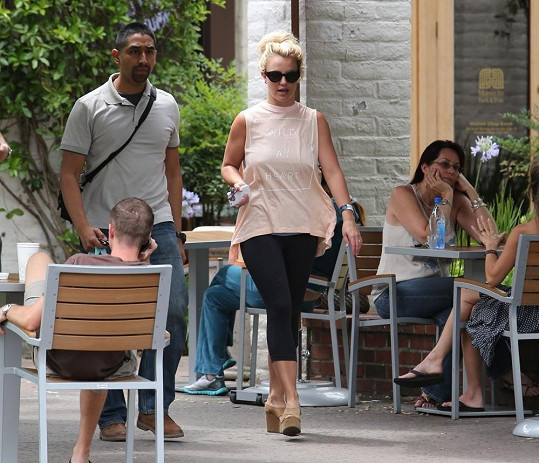 Britney na nákupech.