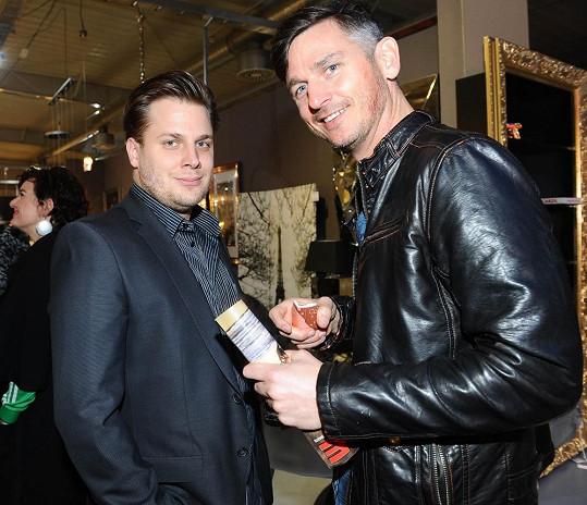 Lumír trávil většinu času na večírku s kamarádem Tomášem Savkou, kterého zná z divadla.