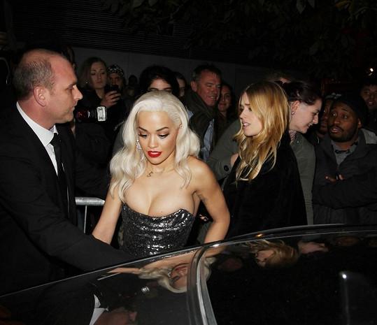 Rita Ora sotva dýchala.