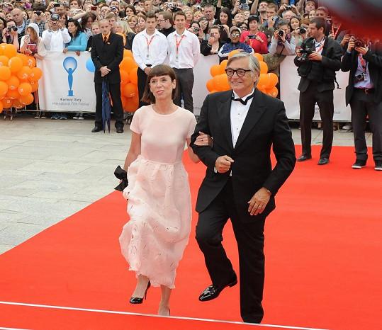 Jiří Bartoška s manželkou na slavnostním zahájení.