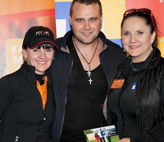 Pořadatelka turnaje Renata Abtová (vpravo) s návrhářem Pavlem Filandrem.