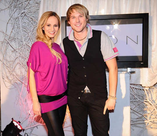 David napsal další hymnu pro pochod proti rakovině prsu. V duetu s ním zazpívá Monika Absolonová, která je podle něj nejlepší českou zpěvačkou.