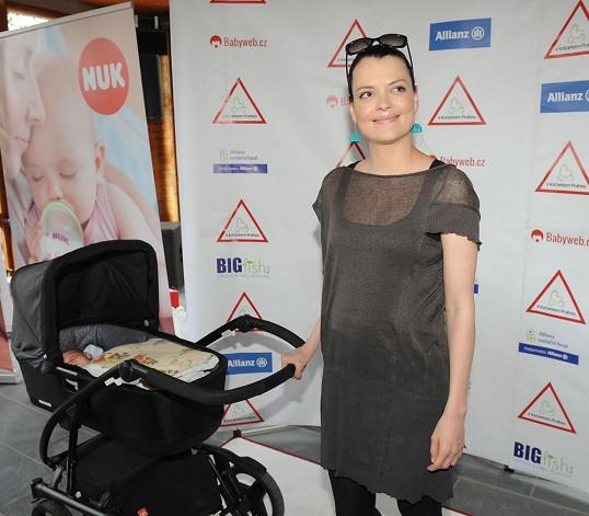 Jana Stryková vypadá dva měsíce po porodu skvěle.