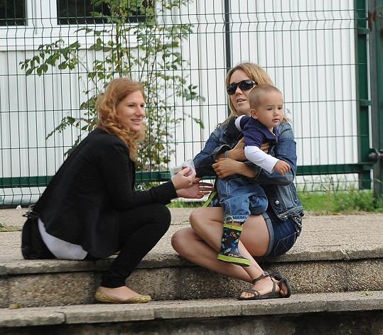Lucku na akci doprovodila její kamarádka a PR manažerka Marta Říhová.