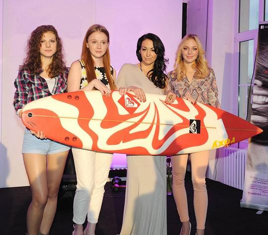 Na akci byly představeny ambasadorky značky, talentované zpěvačky Lenny Filipová, Markéta Konvičková a herečka Marie Doležalová známá ze seriálu Cesty domů.