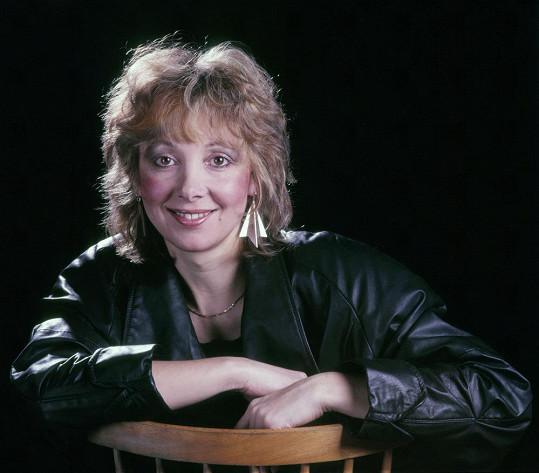Ve druhé polovině osmdesátých let měla na svém kontě několik hitů a zpívala se skupinou Bacily.