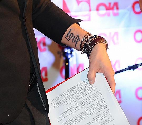 Tetování Leoše.