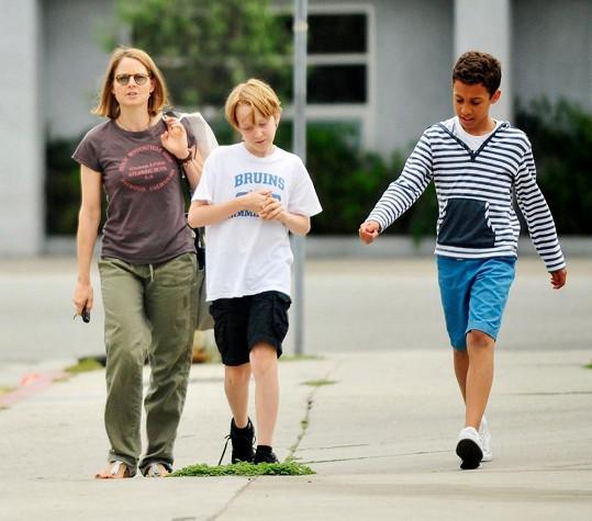 Americká herečka se svým synem a jeho kamarádem.