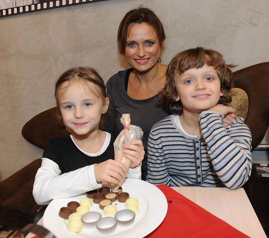 Jana Adamcová se svými dětmi Danielem a Jasmínkou.