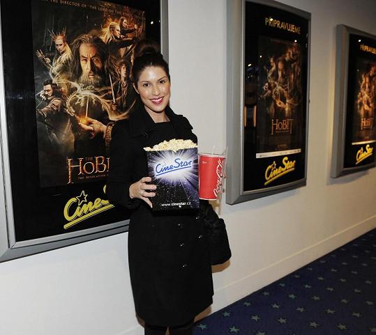 Victoria si nedokáže představit návštěvu kina bez popcornu.