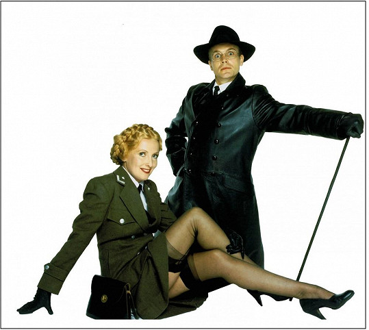 Helga a Herr Flick ze seriálu Haló, haló! míří do Prahy.