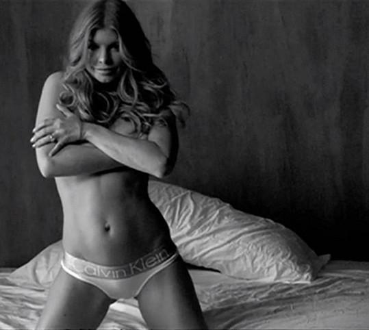 Fergie si půl roku po porodu troufla zapózovat v prádle.