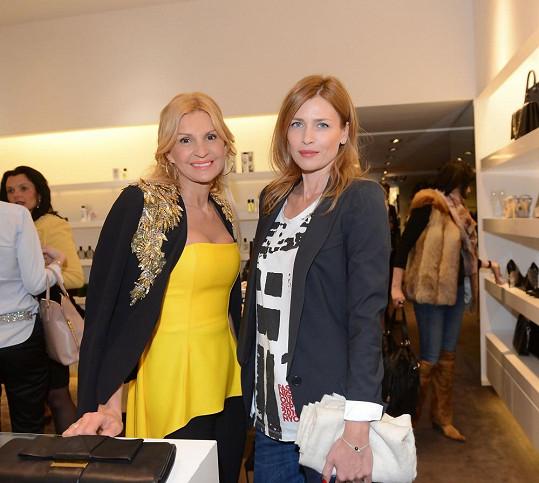 Daniela s podnikatelkou Tamarou Kotvalovou na párty