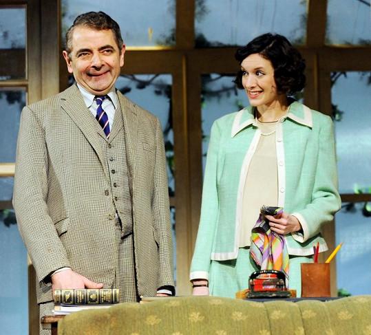 Rowan Atkinson a Louise Ford na jevišti