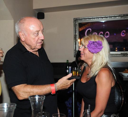 Felix na párty s neznámou ženou