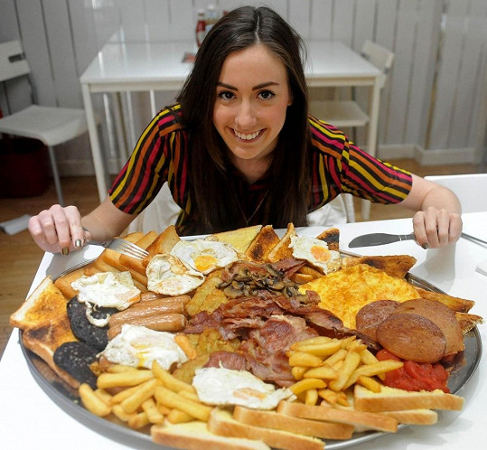 Kdo by do této slečny řekl, že má takový apetit?
