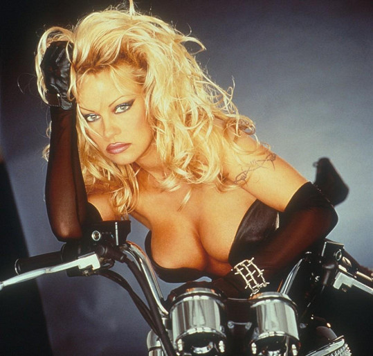 Pamela Anderson ve filmu Barb Wire (1996)