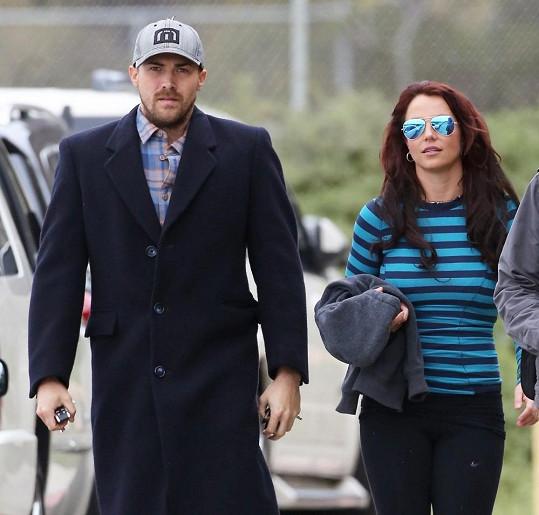 Za přibírání Britney Spears prý může její přítel David Lucado, který ji jídlem rád rozmazluje.