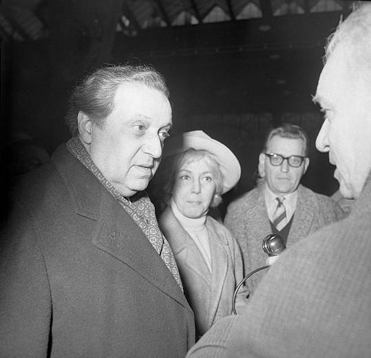 Na nádraží v roce 1963 Haase vítali kolegové. Například bývalá milenka Ljuba Hermanová nebo Zdeněk Štěpánek.