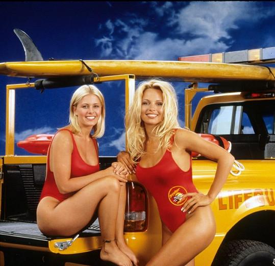 Nicole s Pamelou Anderson v době natáčení Pobřežní hlídky.