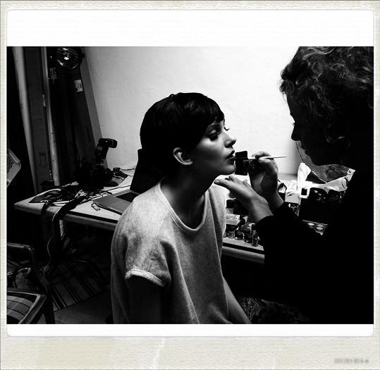 Make-up měla na starost vizážistka Martina Klímová.