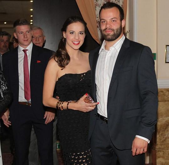 Nechyběl ani řízný bek Tampy Radko Gudas s manželkou.