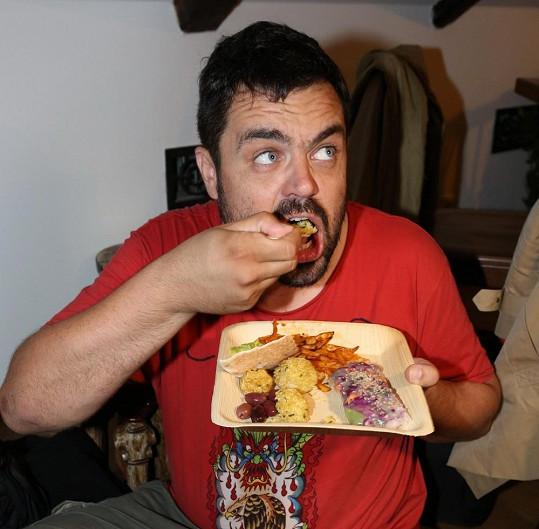 Pavel Novotný si na veganském jídle moc nepochutnal.