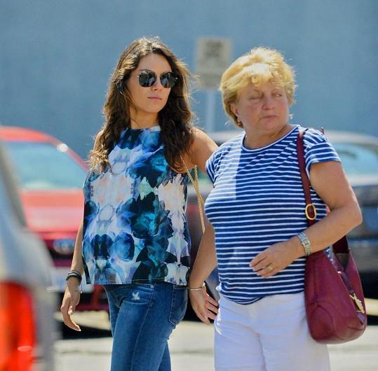 Mila Kunis s maminkou Elvirou trávily víkend spolu.