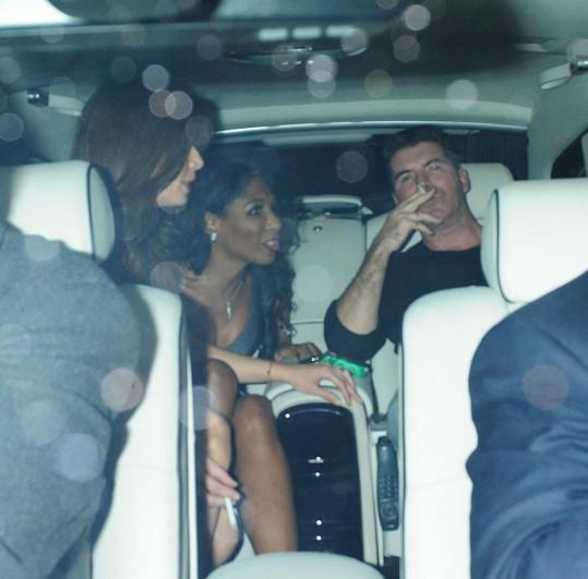 Simon Cowell si užíval pozornost svých dvou expartnerek.