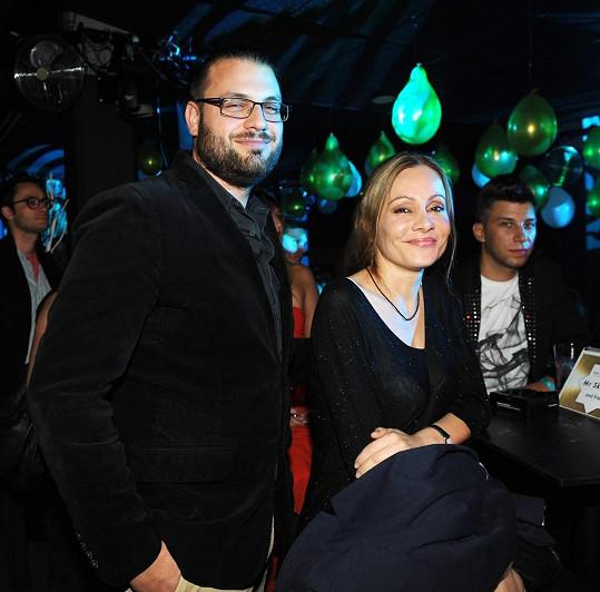 Petr Svoboda si s manželkou Lucií nenechal ujít křest nového cédéčka tanečníka Yemiho.