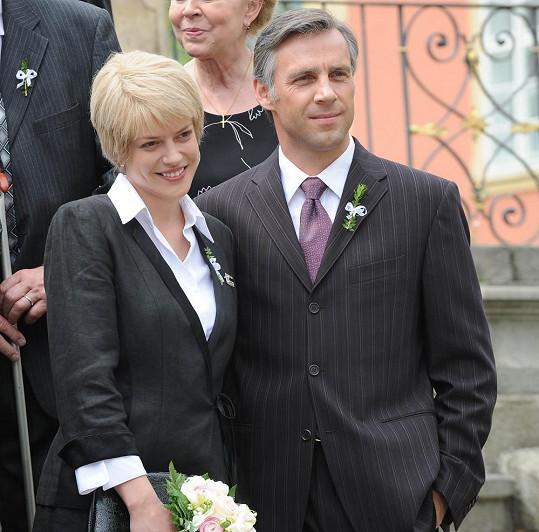 Roman se svojí seriálovou manželkou v podání Andrey Kerestešové.