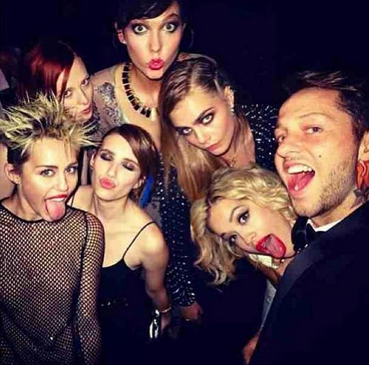 Miley Cyrus, Cara Delevingne a Rita Ora se očividně dobře bavily.