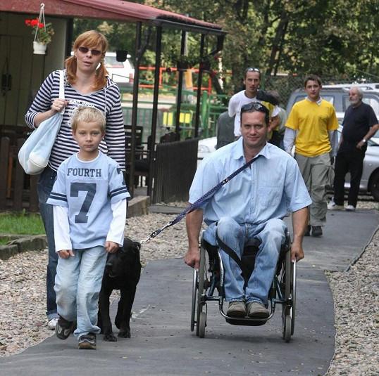 Herec se synem Šimonem a partnerkou Radkou v roce 2006