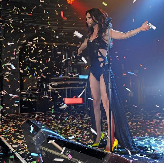 Song Rise Like a Phoenix se dočkal bouřlivého přijetí publika.
