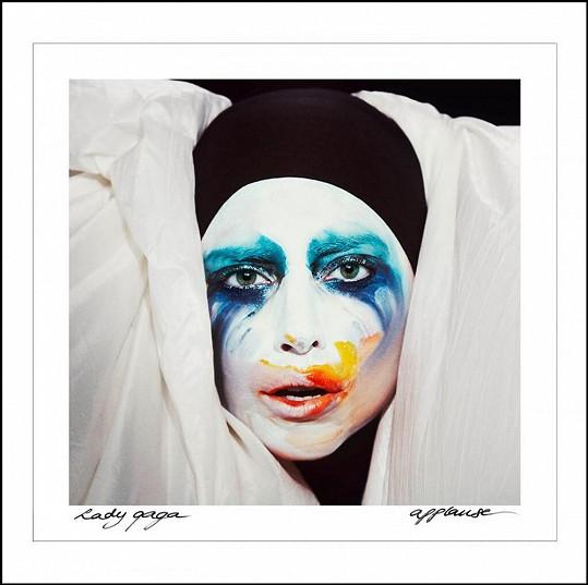 Přebal zpěvaččina singlu Applause