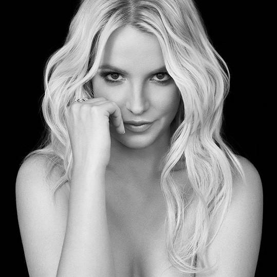 Britney Spears na obalu CD Britney Jean