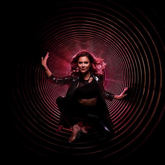 Ivana Korolová představuje svůj virtuální svět ve videoklipu Z 0 na 200.
