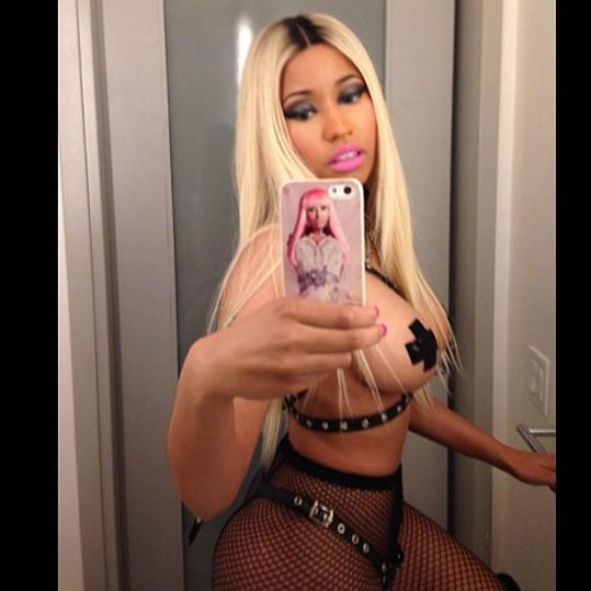 Nicki Minaj se ráda svléká.