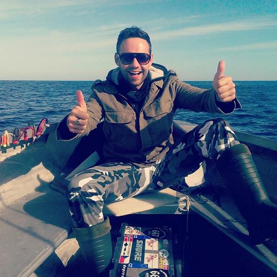 Michael je vášnivý rybář.