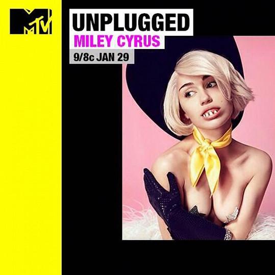 Miley Cyrus propaguje svůj unplugged koncert na televizi MTV.